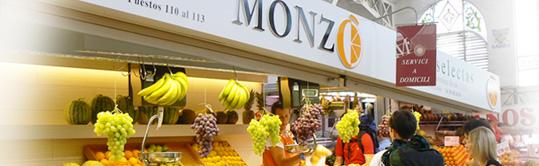 Puesto de fruta de Narnajas Monzó en el Mercado Central de Valencia